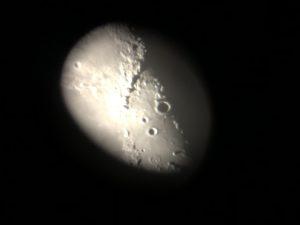 Kuun kraatereita ja tähtisumua